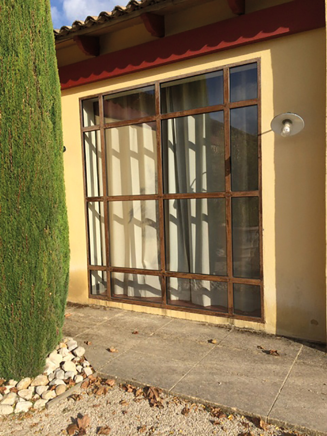 Fenêtre cadre acier brut