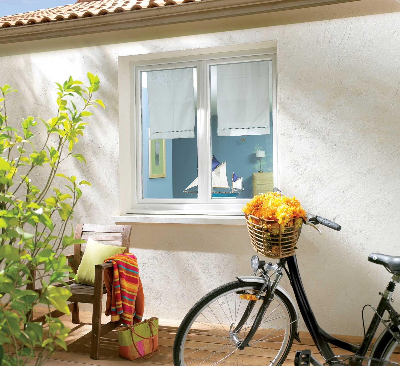 Fenêtre PVC deux battants blanc vélo